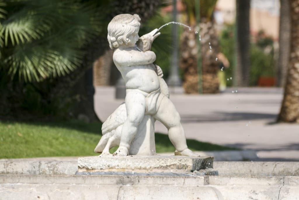 Fountain of a kid choking a duck at Tarragona