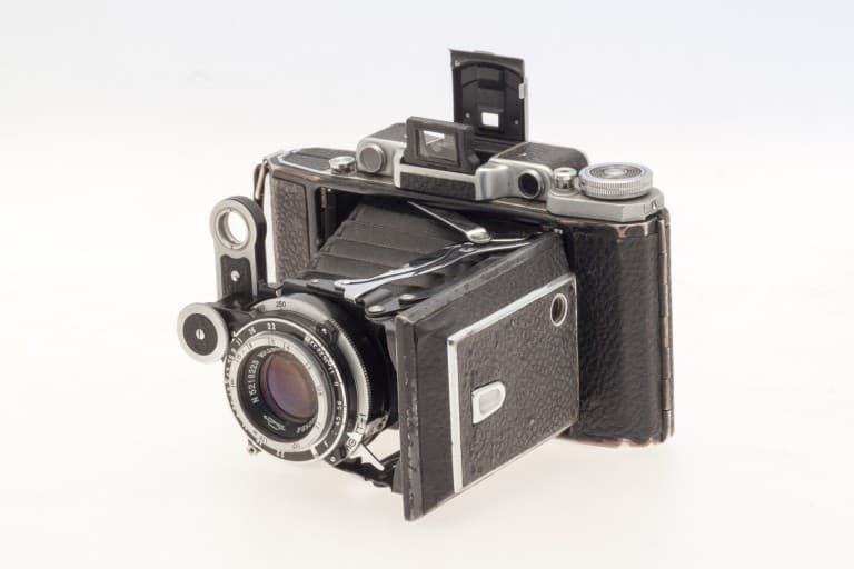 Moskva 2 (Москва) – Soviet 6x9cm Folding Film Camera Front Opened View