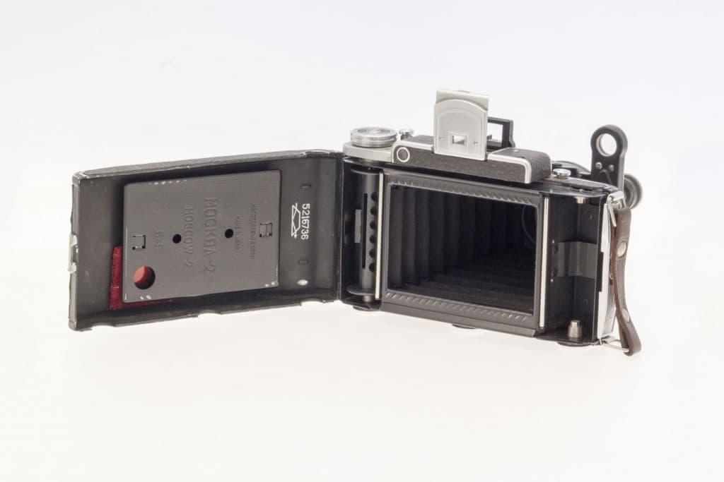 Moskva 2 (Москва) – Soviet 6x9cm Folding Film Camera Opened