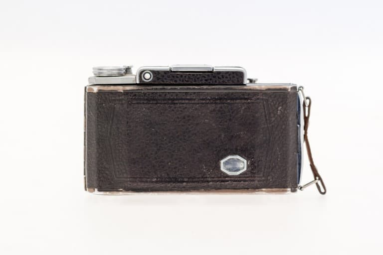 Moskva 2 (Москва) – Soviet 6x9cm Folding Film Camera Rear View