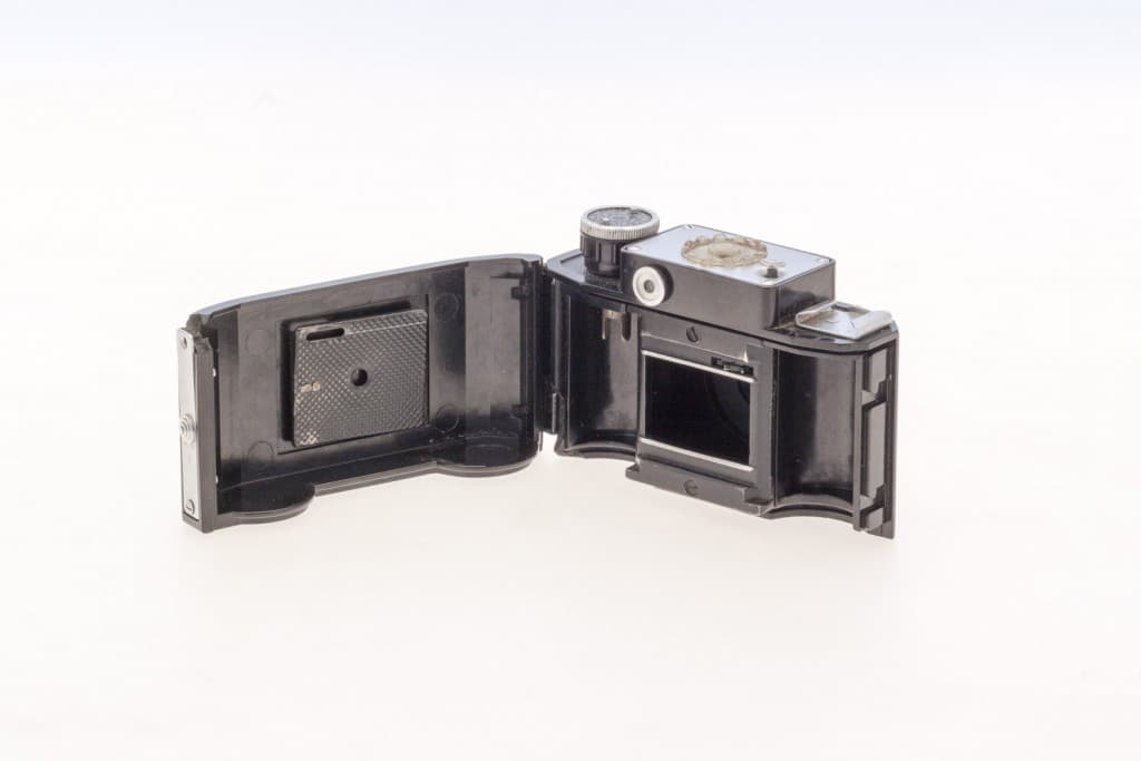 Smena 2 (Смена) – Soviet 35mm Compact Film Camera Opened