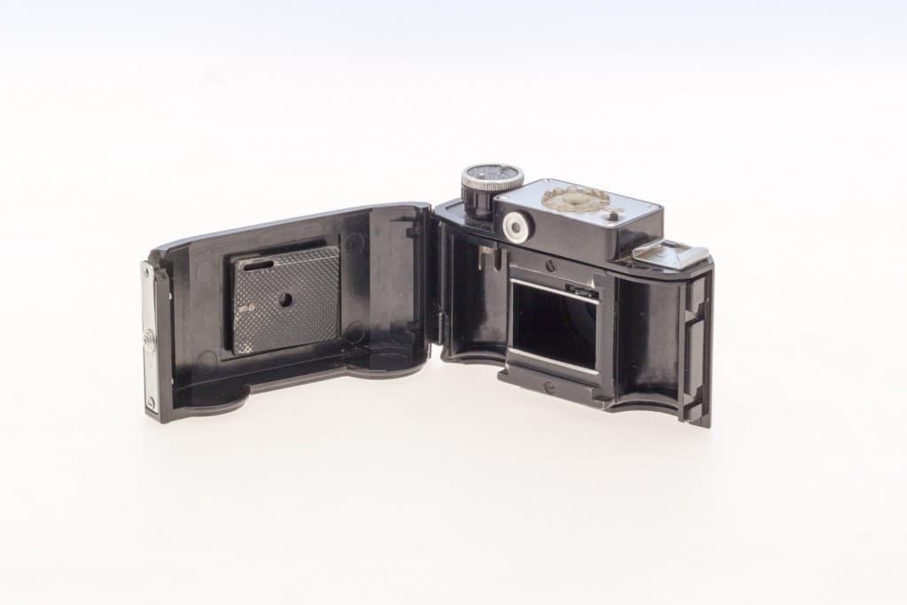 Smena 2 (Смена) – Soviet 35mm Compact Film Camera Opened