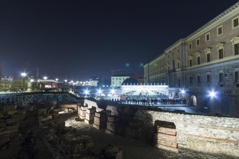 torino-italia-galleria-sabauda-persone-fila-sera