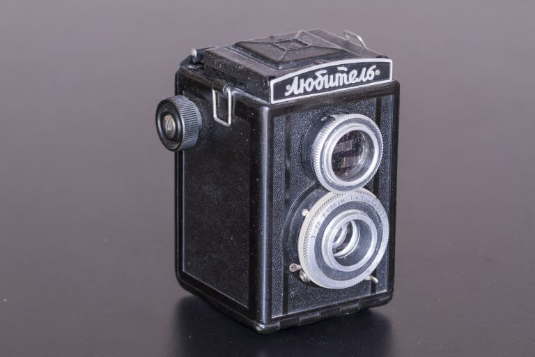 Lubitel (Любитель) – First 6x6 cm Twin Lens Reflex Soviet Film Camera